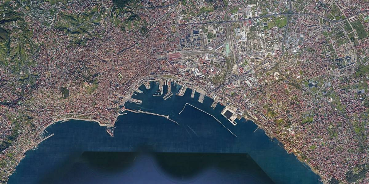Navigation study for the New Container Terminal in the Port of Naples (Italy)