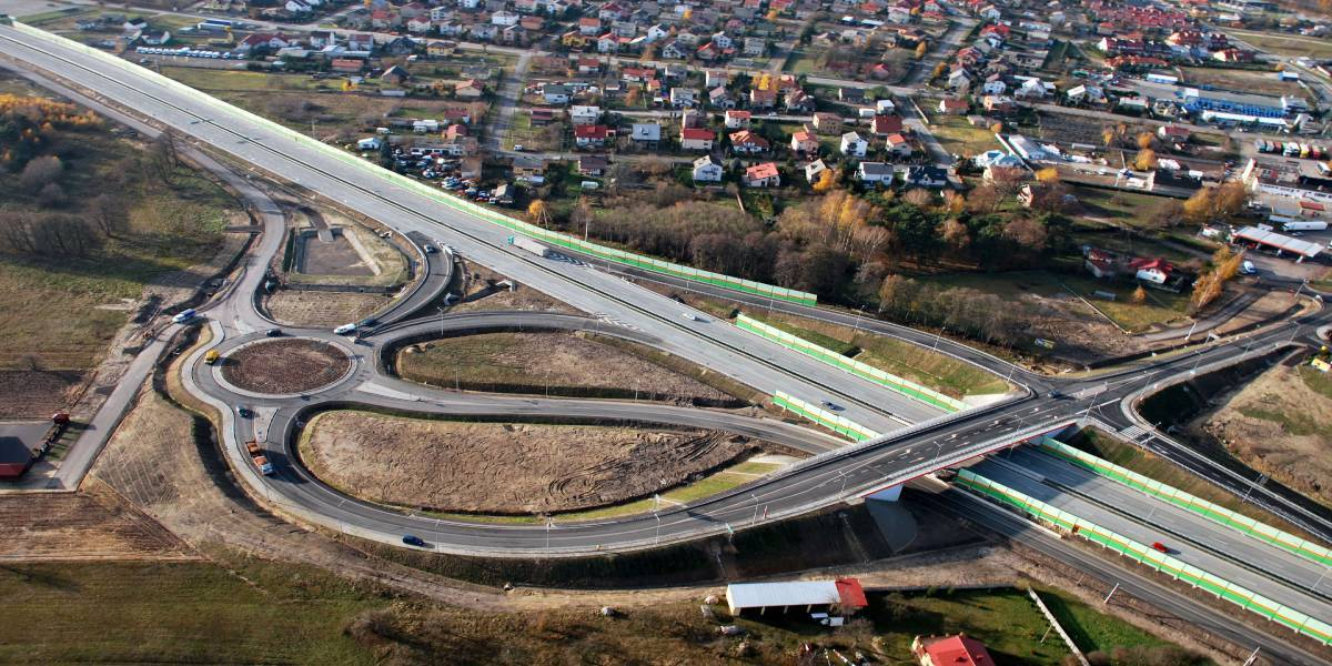 Design and widening of National Road N° 8 to the parameters of an express road on section Piotroków Trybunalski – Rawa Mazowiecka (Poland)