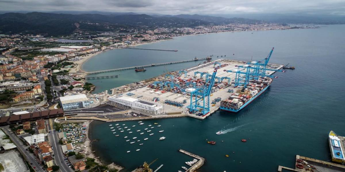 New Multipurpose Platform (dry bulk, oil, container terminal) in Vado Ligure (Italy)